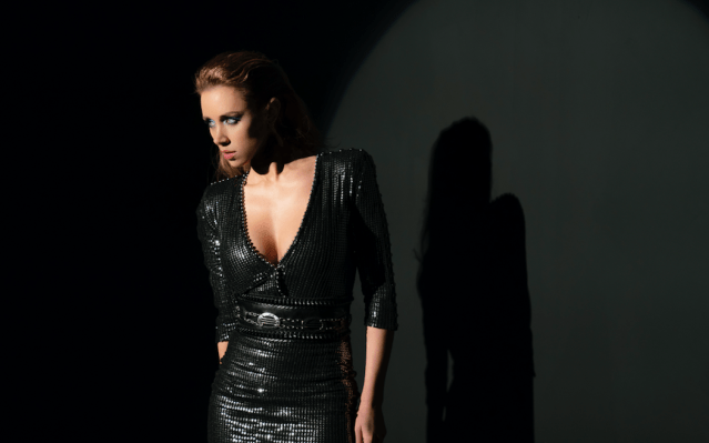 Una Healy Premieres 'Never See Me Cry' Video