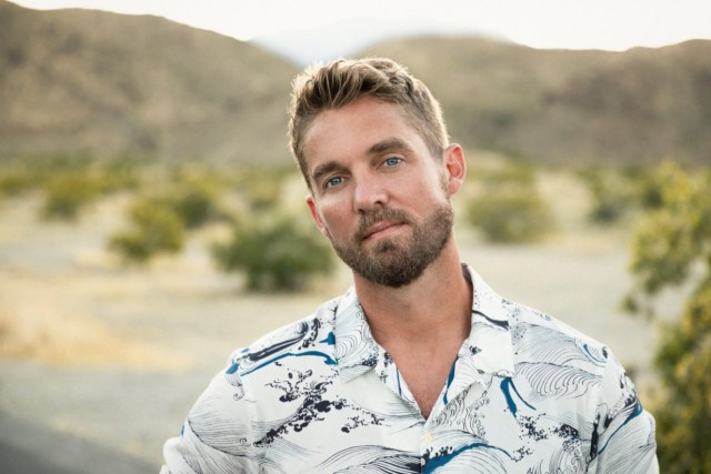 """ALBUM REVIEW: Brett Young – """"Weekends Look A Little Different These Days"""""""