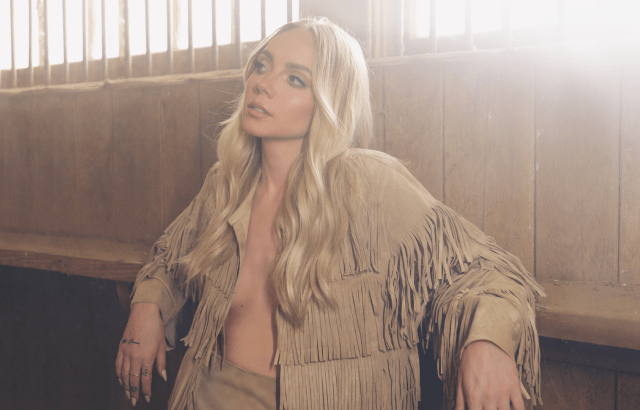 """Danielle Bradbery Returns With """"Stop Draggin' Your Boots"""""""