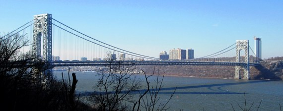 2013_George_Washington_Bridge_from_West_187th_Street_and_Chittenden_Avenue