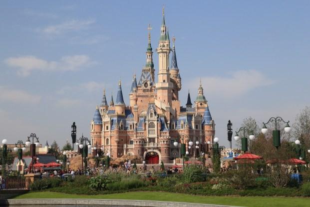 上海迪士尼乐园奇幻童话城堡正面
