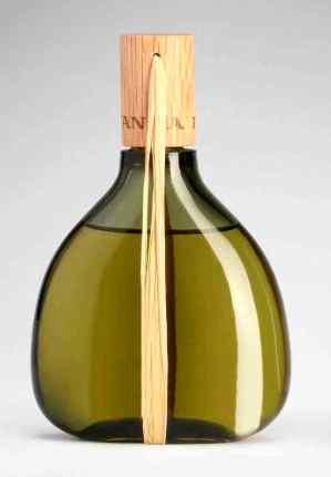 a bottle of Agua Lavanda Barcelona, designed in 1963 by André Ricard (photo: Estudio Rafael Vargas)