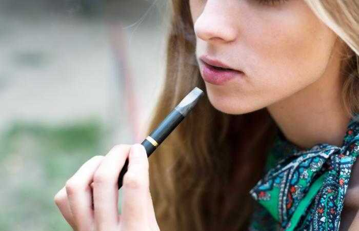 Teenager E-Cigarette