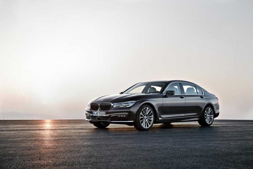 2016 BMW 7 Series Revolutionizes Car Technology Like Never Before