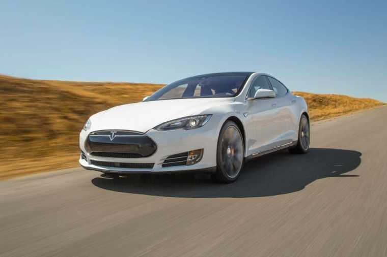 Tesla Model S P90D is Unbelievably Futuristic for the Common Driver