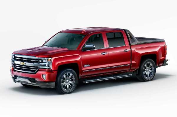 2017 Chevrolet Silverado High Desert Package front
