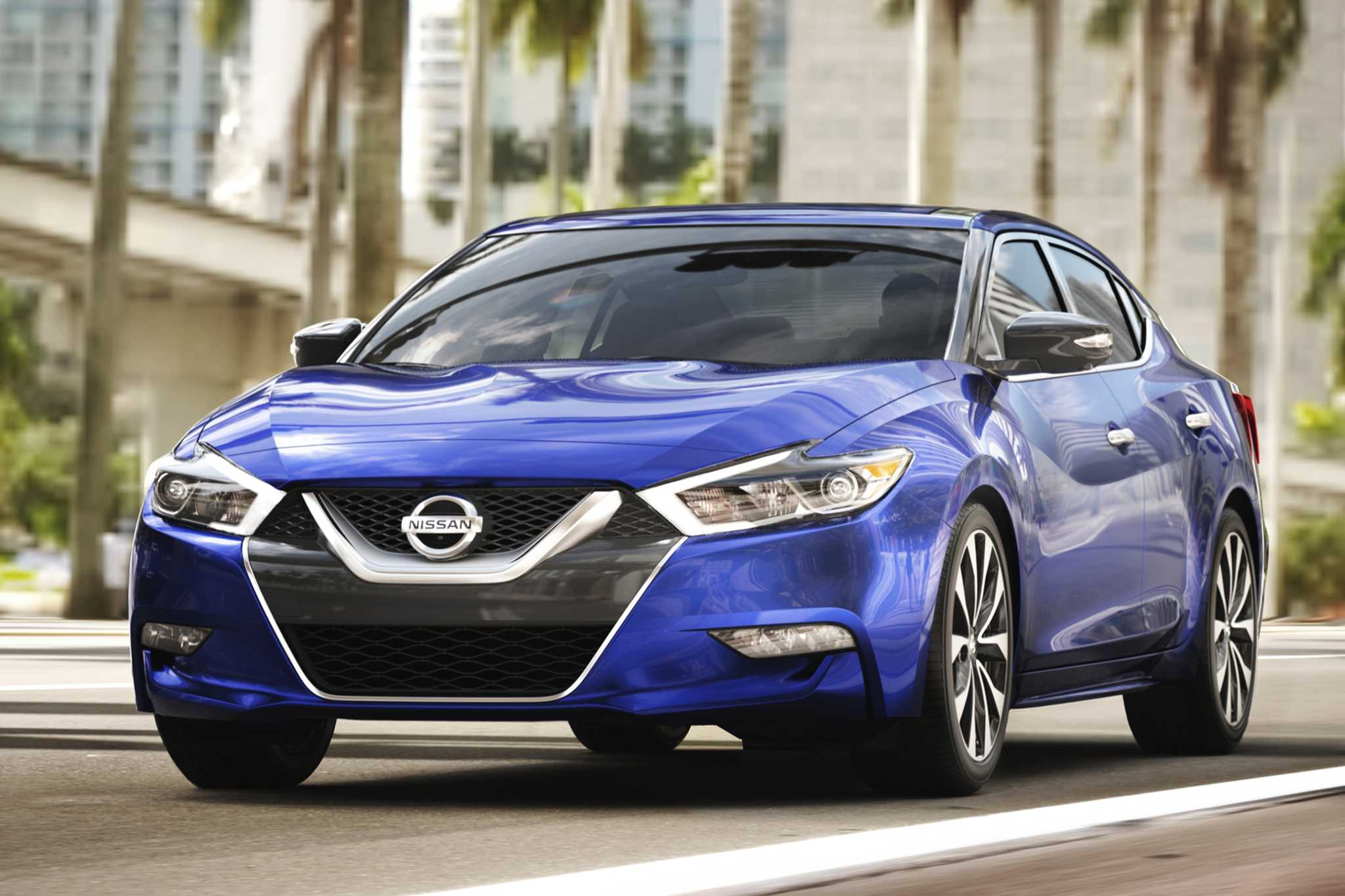 2017 Nissan Maxima Gets New Packages, Includes Apple CarPlay Support