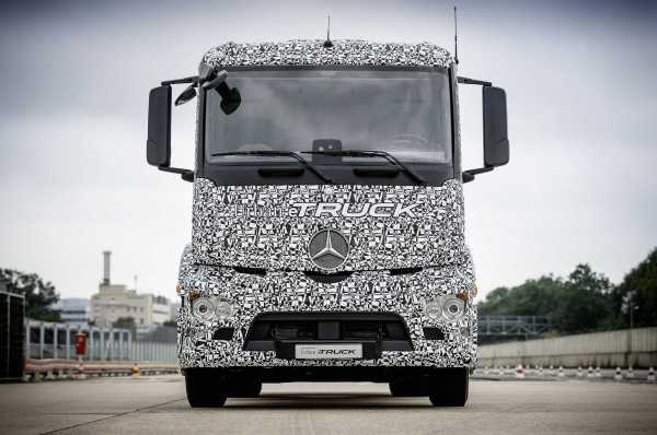 Mercedes Benz Urban eTruck Front