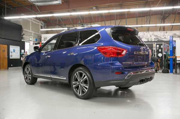 2017 Nissan Pathfinder rear