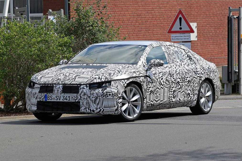 2017 Volkswagen CC Coupe Gets New Curvy Design