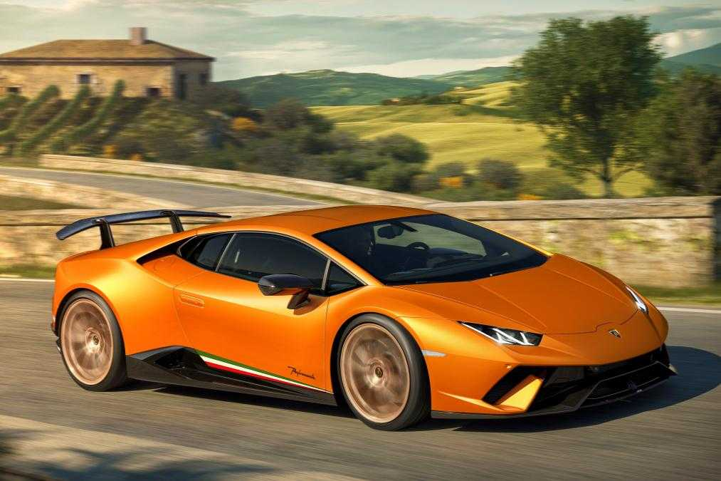 Lamborghini Huracan Performante is Lightweight, Faster and Track Only