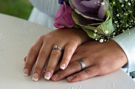 Hilarious-Short-Story-hands-with-marriage-ring
