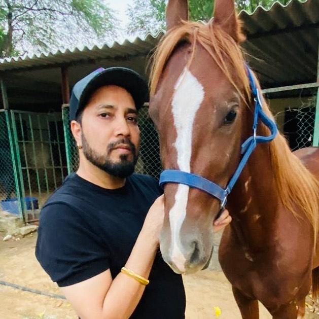 Mika Singh with Horse