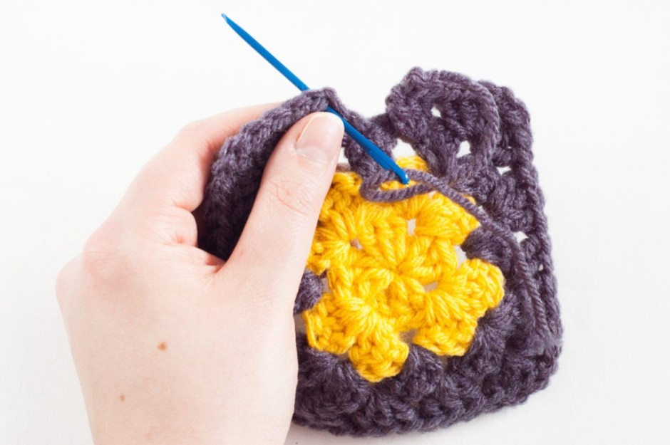 Classic Granny Square Pattern   YouShouldCraft.com #crochet