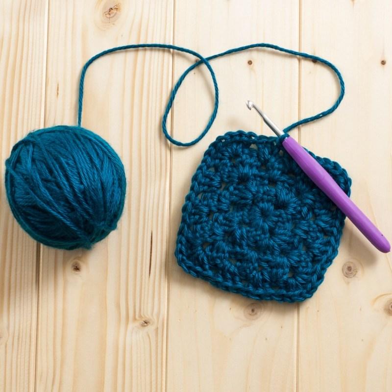 Classic Granny Squares | YouShouldCraft.com #crochet