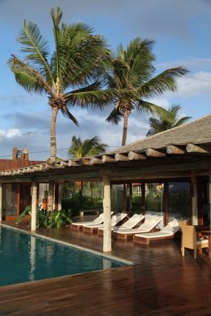 Pousada Maravilha pool side lounge