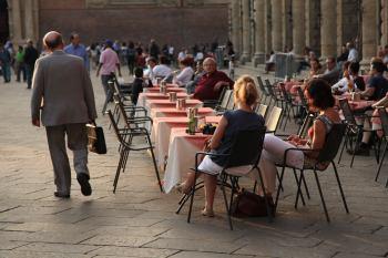 Bologna piazza maggiore cafe