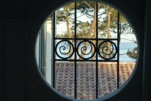 La Coorniche round window