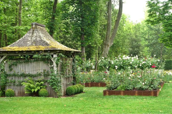 Les Pres d'Eugenie garden shed