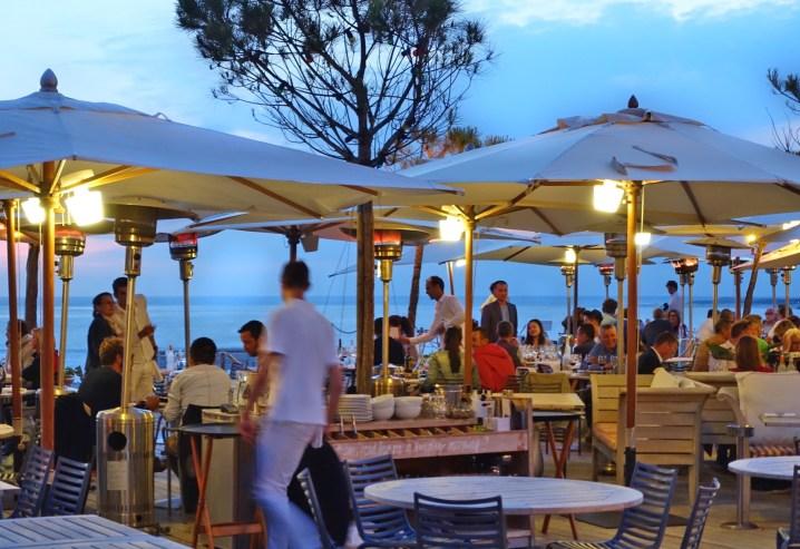 La Coorniche restaurant umbrellas