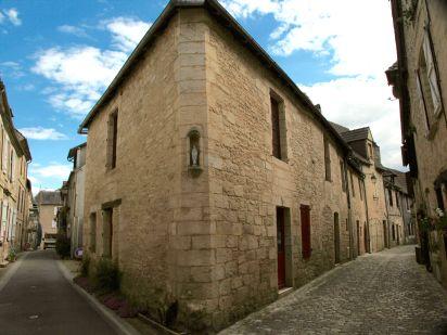 Montignac building