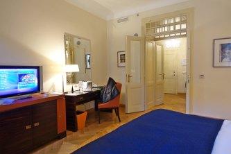 Prague Mandarin Oriental desk in room