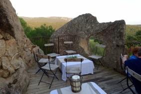 Domaine de Murtoli La Grotte terrace tables