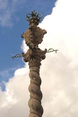 Porto decorative column