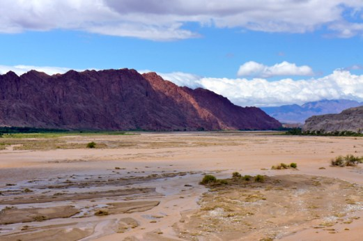 Ruta 40 Salta Argentina Río Calchaquí flooding river