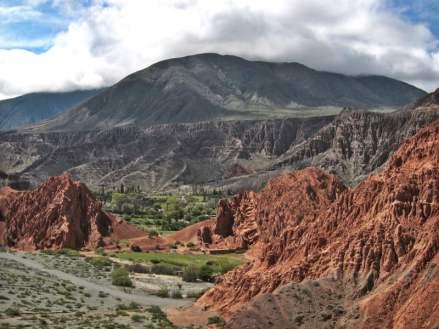 Paseo del Colorado Purmamarca Argentina green valley