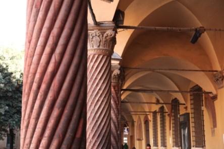 Bologna knurled columns