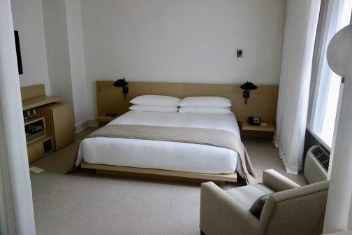 Hotel Ambassador Chicago king bed