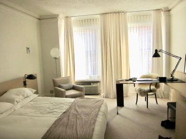 Hotel Ambassador Chicago Sunny room