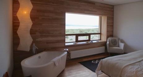 Tierra Patagonia room bathtub