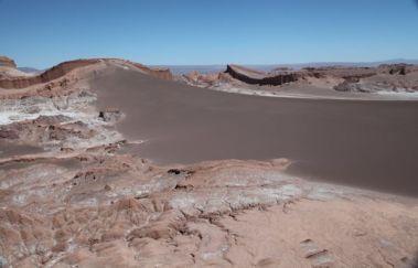 Atacama Val de Luna dune barrier