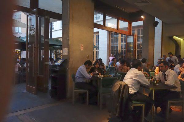 Barrio Lastraría restaurant area