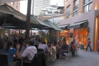 Barrio Lastraría dining