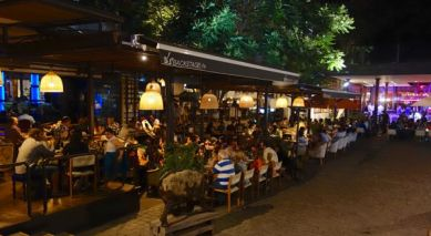 Barrio Lastraría restaurant night