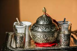 Kasbah Tamadot tea set detail