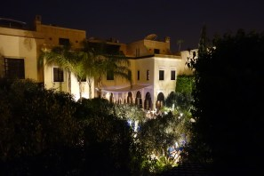 La Villa des Orangers courtyard at night