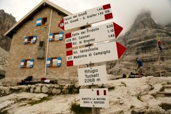 Rifugio Tuckett signpost