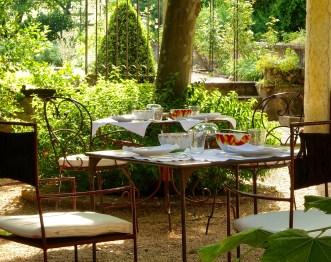 Bastide de Moustiers dining table breakfast