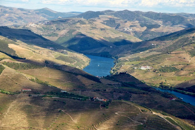Douro Valley river horizon