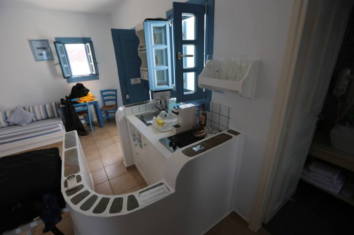 Anemomilos Apartments kitchenette