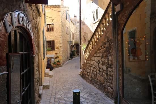 Tourrettes-sur-Loup street