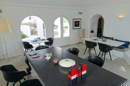 Casa Arte dining room table