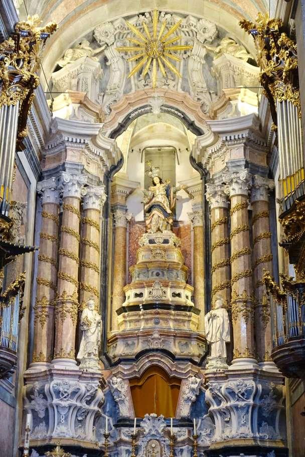 Clérigos Church altar detail