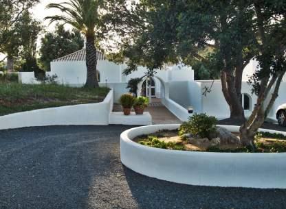 Casa Arte driveway