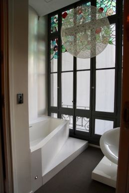 El Palauet Living bath room