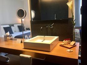Hotel Ohla bathroom